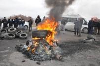 İşten Çıkarılan Maden İşçileri Ateş Yakıp Eylem Yaptı