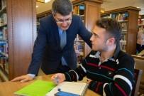 Rektör Taş Kütüphanede Öğrencileri Ziyaret Etti