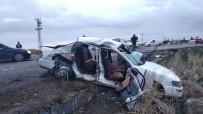 PETROL - Yolcu Minibüsü İle Otomobil Çarpıştı Açıklaması 2 Ölü,  12 Yaralı