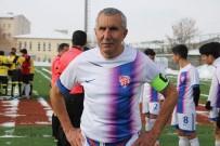 20 DAKİKA - 71 Yaşındaki Futbolcu Erzurum'a Transfer Oldu