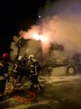 AKSARAY BELEDİYESİ - Aksaray'da Sunta Yüklü Tır Alev Alev Yandı