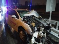 Bariyere Ok Gibi Saplanan Otomobilde Bir Kişi Ağır Yaralandı