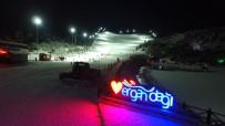 Ergan Kayak Merkezi'nde Gece Kayak Keyfi