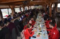 Gerze Belediye Spor'a Destek Kahvaltısında Protokol Üyeleri Bir Araya Geldi