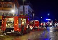 İTALYAN - Araç kalabalığa daldı: 6 ölü, 11 yaralı