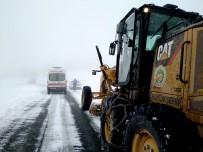KALP HASTASI - Kar Nedeniyle Kapalı Olan Bazı Yolları Açıldı