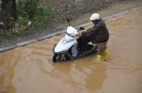 Antalya'da Sağanak Su Baskınlarına Neden Oldu