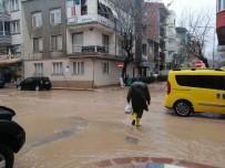 Bandırma-Erdek Yolu Yağıştan Dolayı Ulaşıma Kapandı