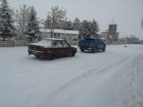 TAŞIMALI EĞİTİM - Bolvadin'de Kar Ve Tipi Nedeniyle Kapanan Köy Yolları Açıldı