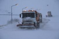 Erzincan'da Kar Ve Tipi 82 Köy Yolunu Ulaşıma Kapadı