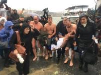 FENER RUM PATRİĞİ BARTHOLOMEOS - Haç Çıkarma Töreni Sırasında Fenalaşan Yunanistan Vatandaşı Hastaneye Kaldırıldı