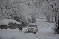 HAKKARI VALILIĞI - Hakkari'de Köy Ve Mezra Yolları Yeniden Ulaşıma Açıldı