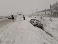 Otomobil Su Kanalına Düştü Açıklaması 1 Yaralı