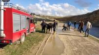 Sulama Kanalına Düşen İneği İtfaiye Ekipleri Kurtardı