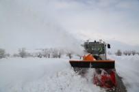Tunceli'de Karla Mücadelede 177 Köy Yolu Açıldı, 41'İnde Çalışma Sürüyor