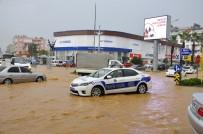 Antalya'da Son 48 Saatte Metrekareye Yüzlerce Kilo Yağış Düştü