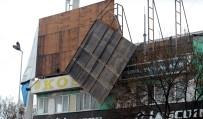 Fırtına Stadının Reklam Panosunu Uçurdu