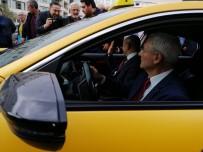 ESNAF ODASı BAŞKANı - İzmir'de Dijital Ve VIP Taksiler Görücüye Çıktı