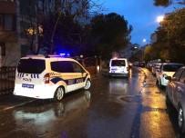 SİLAHLI ÇATIŞMA - Kadıköy'de Hırsızlık Şüphelileri Polise Ateş Açtı Açıklaması 1 Polis Yaralı