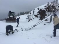 ELEKTRİK DİREĞİ - Kar Nedeniyle Devrilen Elektrik Direği Onarıldı