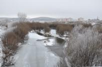 Kars Eksi 11'İ Gördü, Kars Çayı Donmaya Başladı