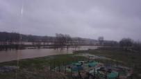 TARIM ARAZİSİ - Kaynarca'da Tarım Arazilerinin Bir Kısmı Sular Altında Kaldı
