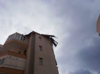 ŞİDDETLİ RÜZGAR - Kayseri'de Şiddetli Rüzgar Çatıları Uçurdu