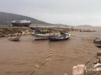 ELEKTRİK DİREĞİ - Mersin'de Elektrik Direkleri Devrildi, Fırtına Tekneleri Batırdı