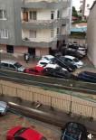 YAĞIŞLI HAVA - Mersin'de Sel Suları Araçları Sürükledi