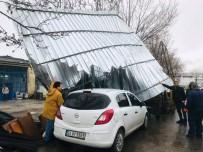 Silvri'de Şiddetli Rüzgar İş Yerinin Çatısını Uçurdu
