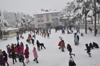 Şuhut'ta Kar 35 Santimi Buldu