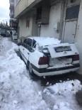Çatıdan Düşen Kar Kütlesi, Park Halindeki Aracı Kullanılamaz Hale Getirdi