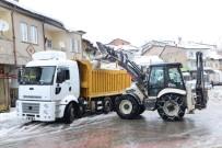 Çelikhan'da Belediye Karla Mücadele Ediyor