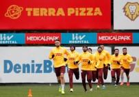 METİN OKTAY - Galatasaray Önce Salonda Sonra Sahada Çalıştı