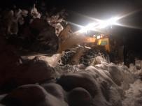Karda Mahsur Kalan Ailenin İmdadına Büyükşehir Belediyesi Yetişti