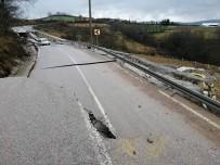 SAĞANAK YAĞIŞ - Kocaeli'de Aşırı Yağışlar Nedeniyle Yol Çöktü