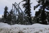 KEPÇE OPERATÖRÜ - Pozantı'da Yoğun Kar Yağışı Elektrik Direğini Devirdi