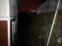 SAKARYA ÜNIVERSITESI - Sakarya'da İstinat Duvar Çöktü Açıklaması 1 Yaralı, 2 Bina Tahliye Edildi