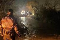 KEPÇE OPERATÖRÜ - Sel Sularının Evleri Basmasını Belediye Ekiplerini Önledi