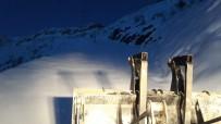KEPÇE OPERATÖRÜ - Şırnak'ta Karla Mücadele Sürüyor