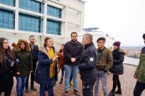KASTAMONU ÜNIVERSITESI - Üniversitede Köpeklerin Toplatılacağını Duyan Öğrenciler Rektörlük Binasını Sardı