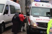 Yangında Balkonda Mahsur Kalan Kadını İtfaiye Kurtardı