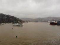 Zonguldak'ta Yağışla Birlikte Liman Sarıya Döndü
