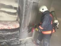 Evde Çıkan Yangında Mahsur Kalan Genci İtfaiye Kurtardı