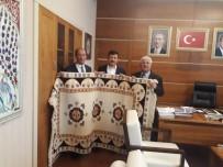 HAMZA DAĞ - Genel Başkan Yardımcısı Hamza Dağ'a El Dokuması Halı Hediye Ettiler