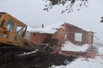 MEHMET KESKIN - Samsun'da Orman Arazisindeki 26 Kaçak Yayla Evi Yıkıldı