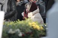SARıLAR - Tren Kazasında Ölen Oğuz Arda'nın Yakınları Doğum Gününde Kabrini Ziyaret Etti