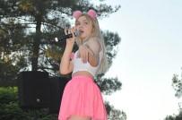ŞARKICI - Ünlü Şarkıcı Aleyna Tilki, Havalimanında Güvenlik Görevlisi Ve Yolcuyla Tartıştı
