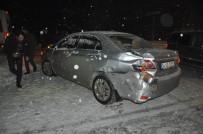 MEHDI - Yüksekova'da Maddi Hasarlı Trafik Kazası