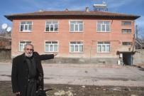DOĞAL AFET - 75 Yaşındaki Mehmet Dede, Evini Depremzede Aileye Ücretsiz Verdi